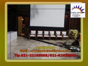 Menyewakan Kursi VIP Kayu Bersih Mengkilap Dan Kokoh